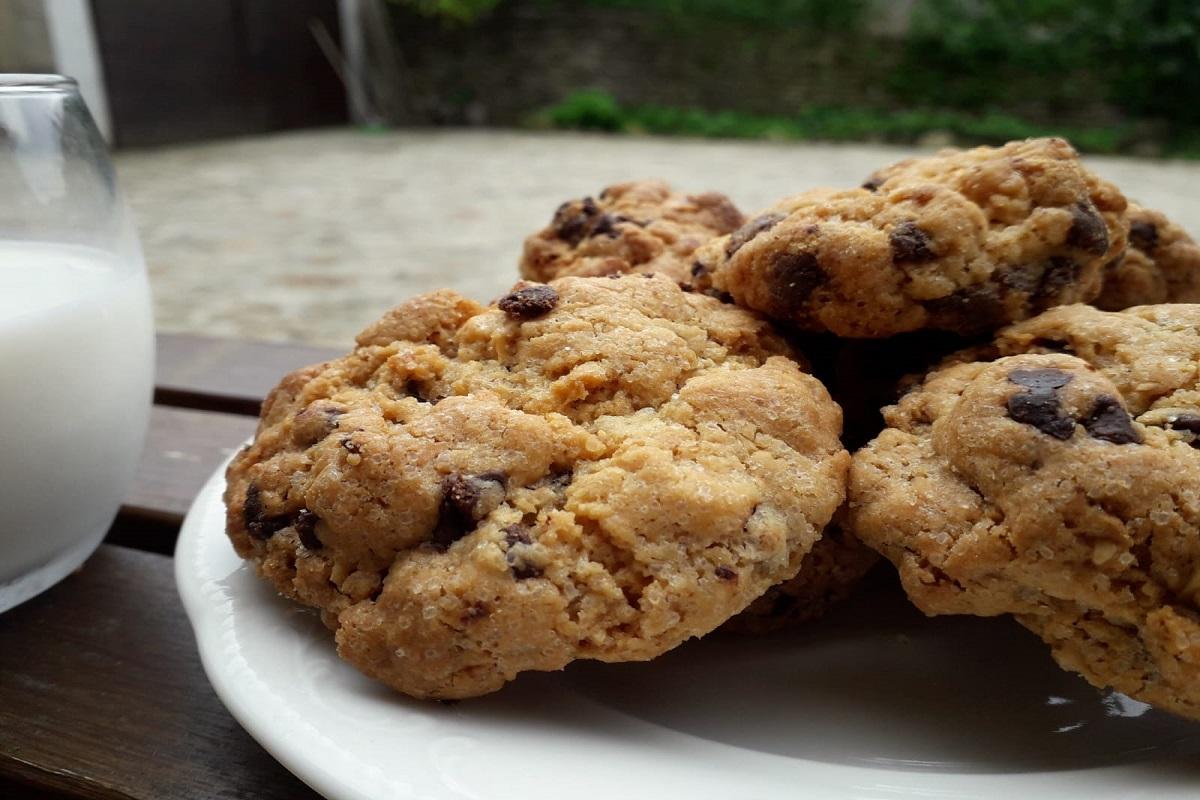 Ricetta nocciole: cookies con nocciole e cioccolato.