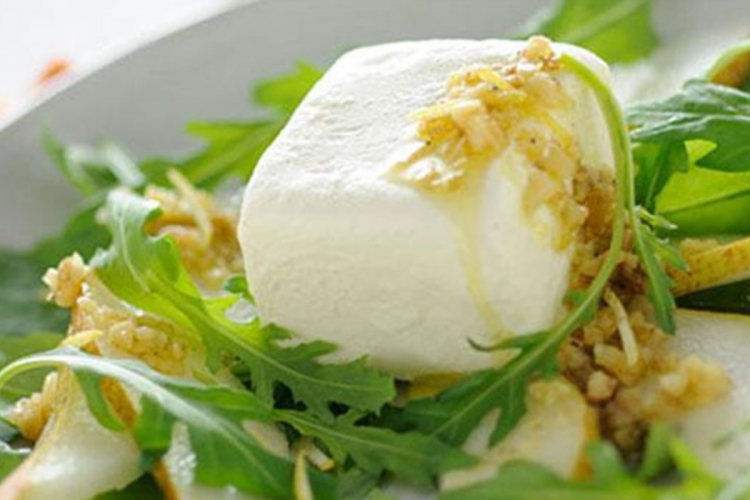 Robiola cheese with pears, rocket salad and hazelnut grain.